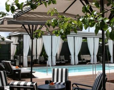 Shangri'la hotel poolside
