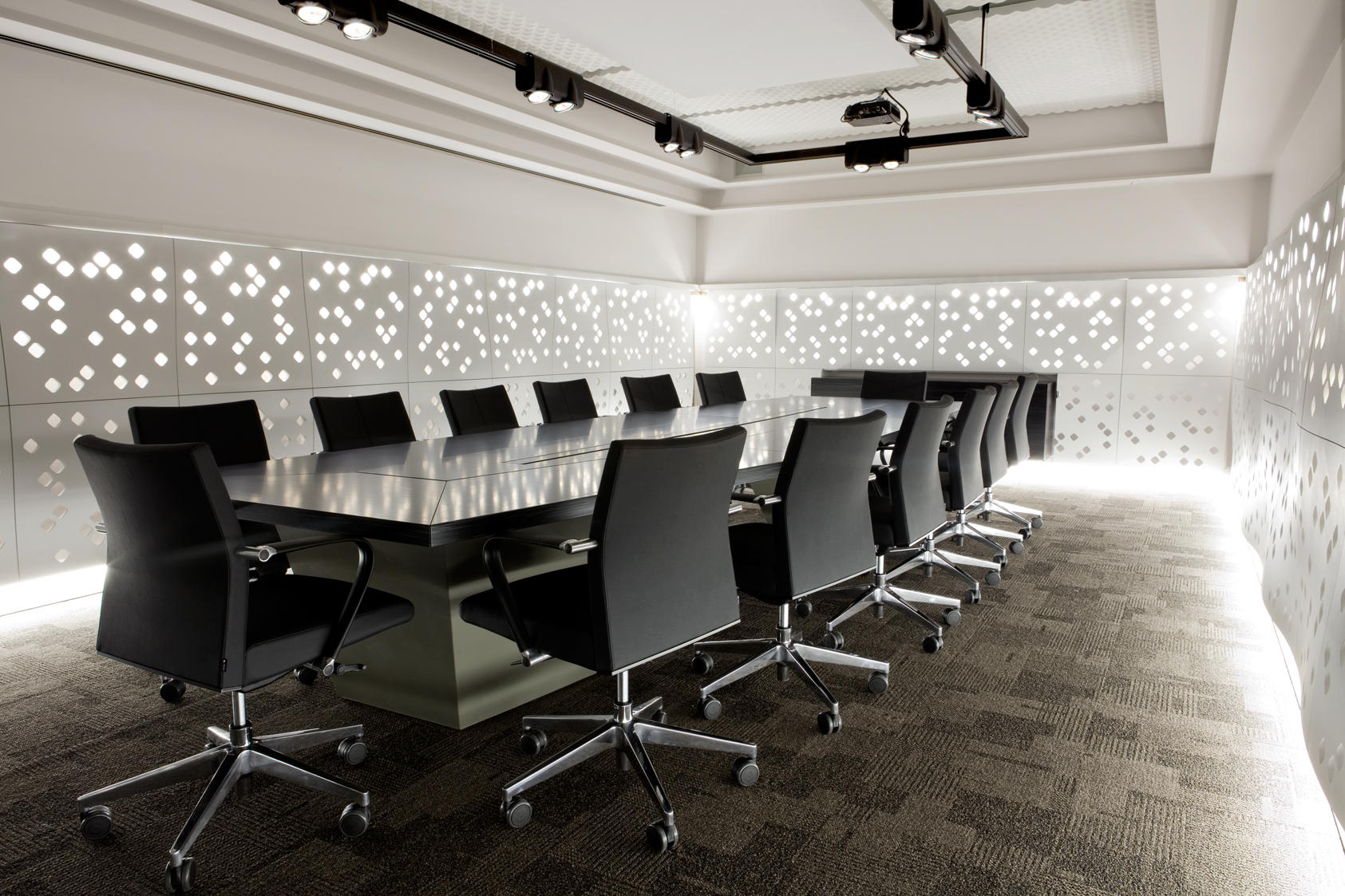 Office Wall Decorating Ideas: Daybooking Conference Rooms...The Future Of Meetings