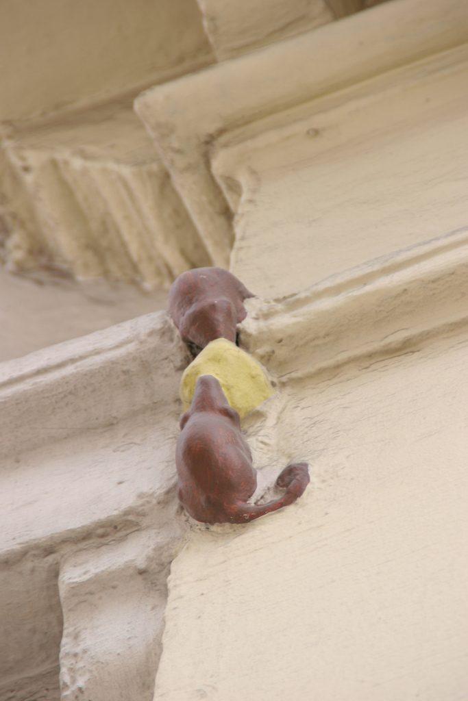 "The smallest statue in London, dubbed ""Two Mice Eating Cheese,"" found on the short Philpot Lane in London's historic centre."