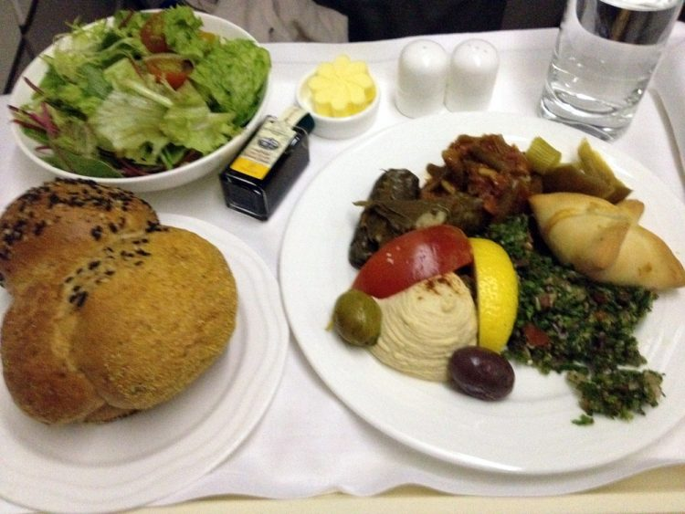 Emirates knows how to feed its passengers delicious and well-presented meals.